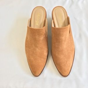 a rider girl Shoes - A Rider Girl Tan Low Heeled Mule Size 9